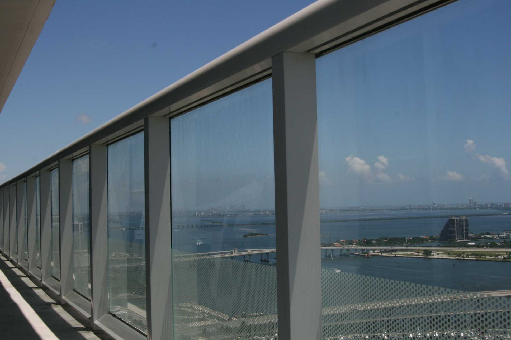 Window cleaning miami 786 364 3177 high rise window for Balcony window